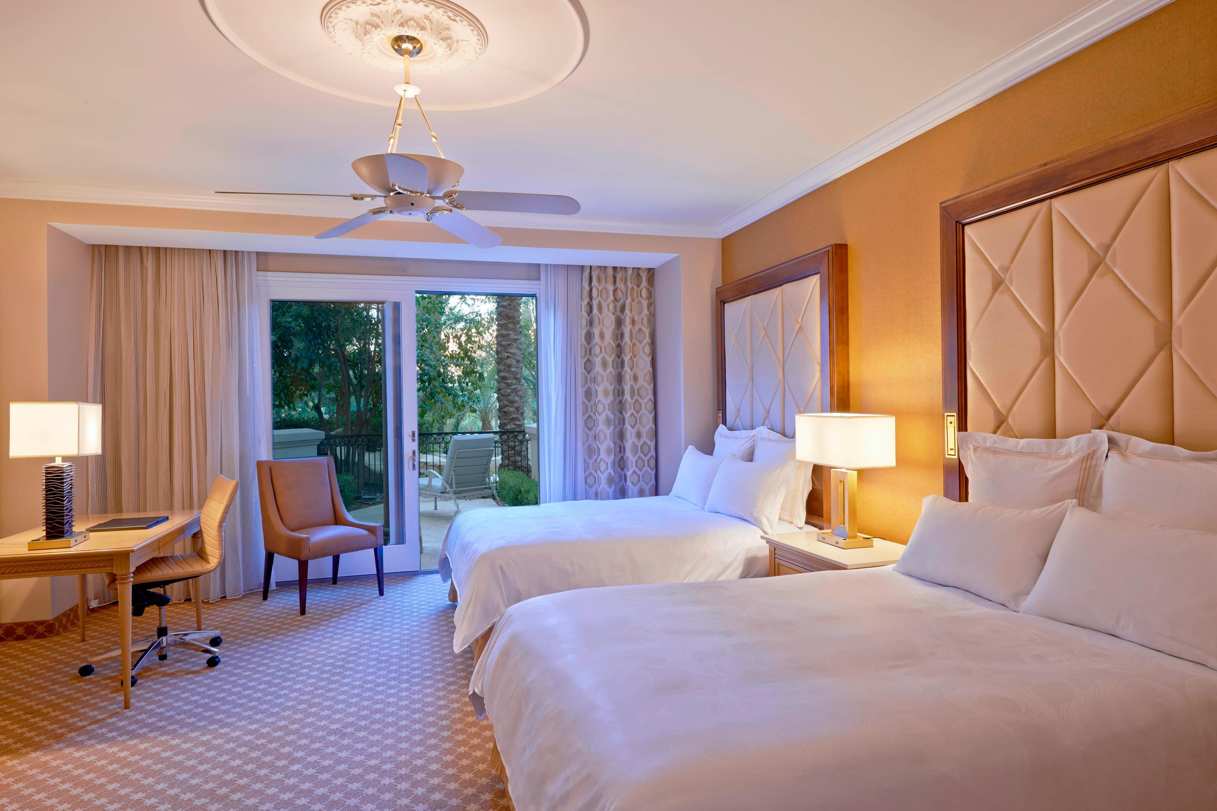 Gästezimmer mit zwei Queensize-Betten – Balkon