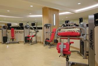 Máquinas de pesas del gimnasio