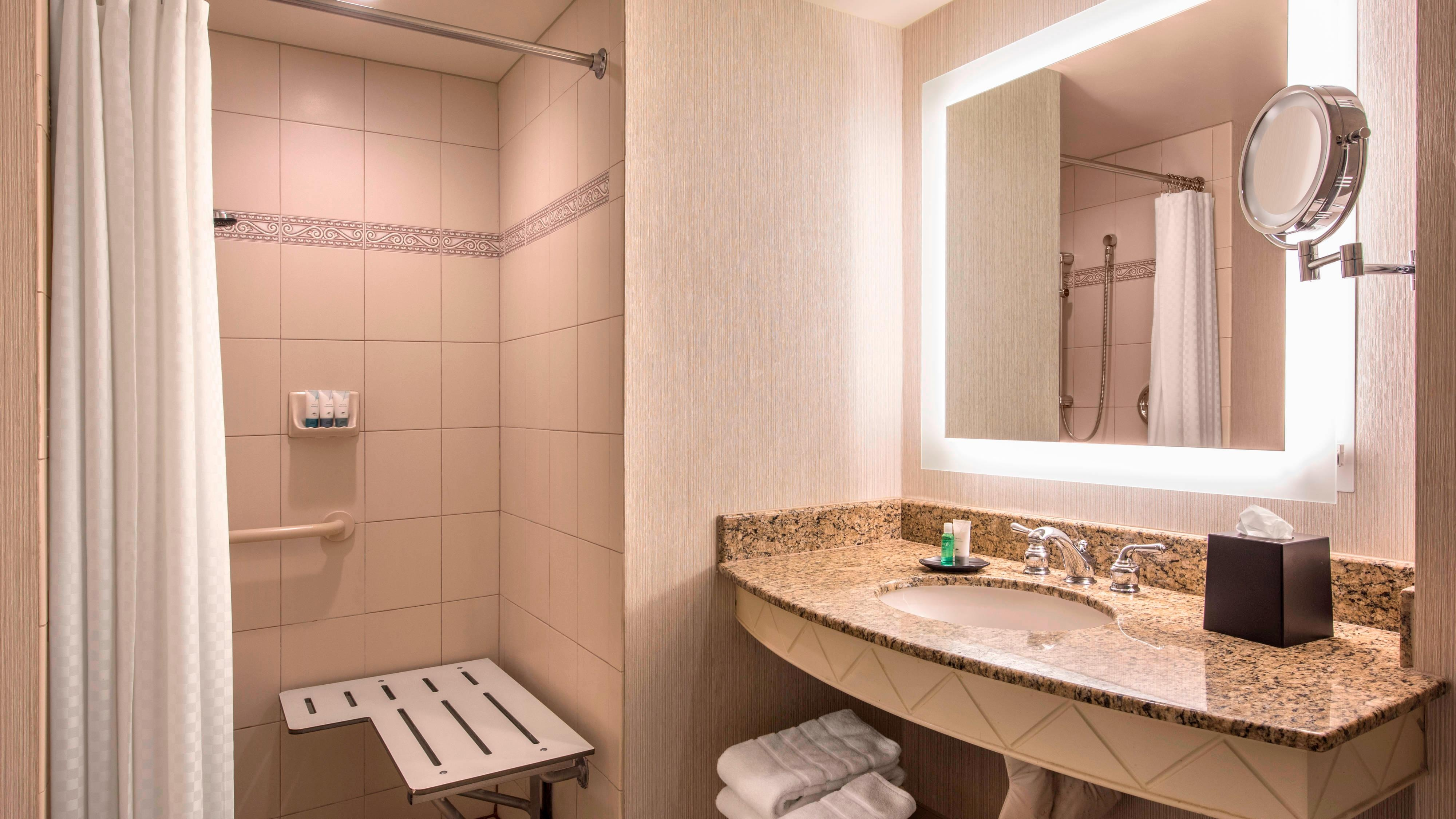 Double/Double Guest Bathroom with tub