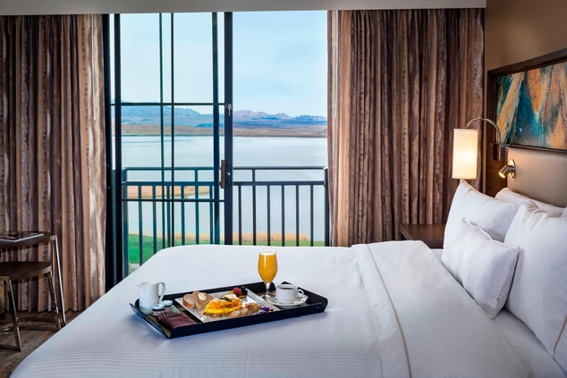 King Guest Room Breakfast In Bed With A View