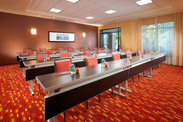 Meeting space in Anaheim hotel