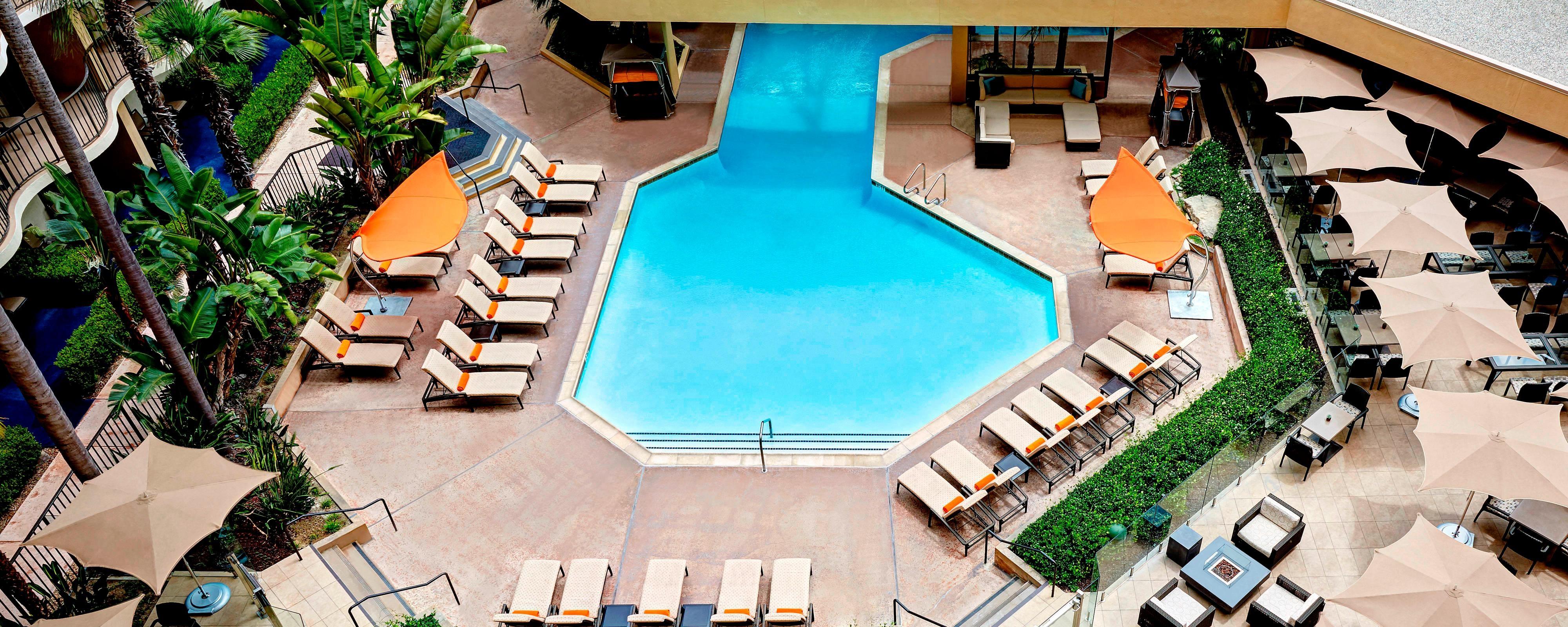 Disneyland Hotel Pool   Anaheim Marriott