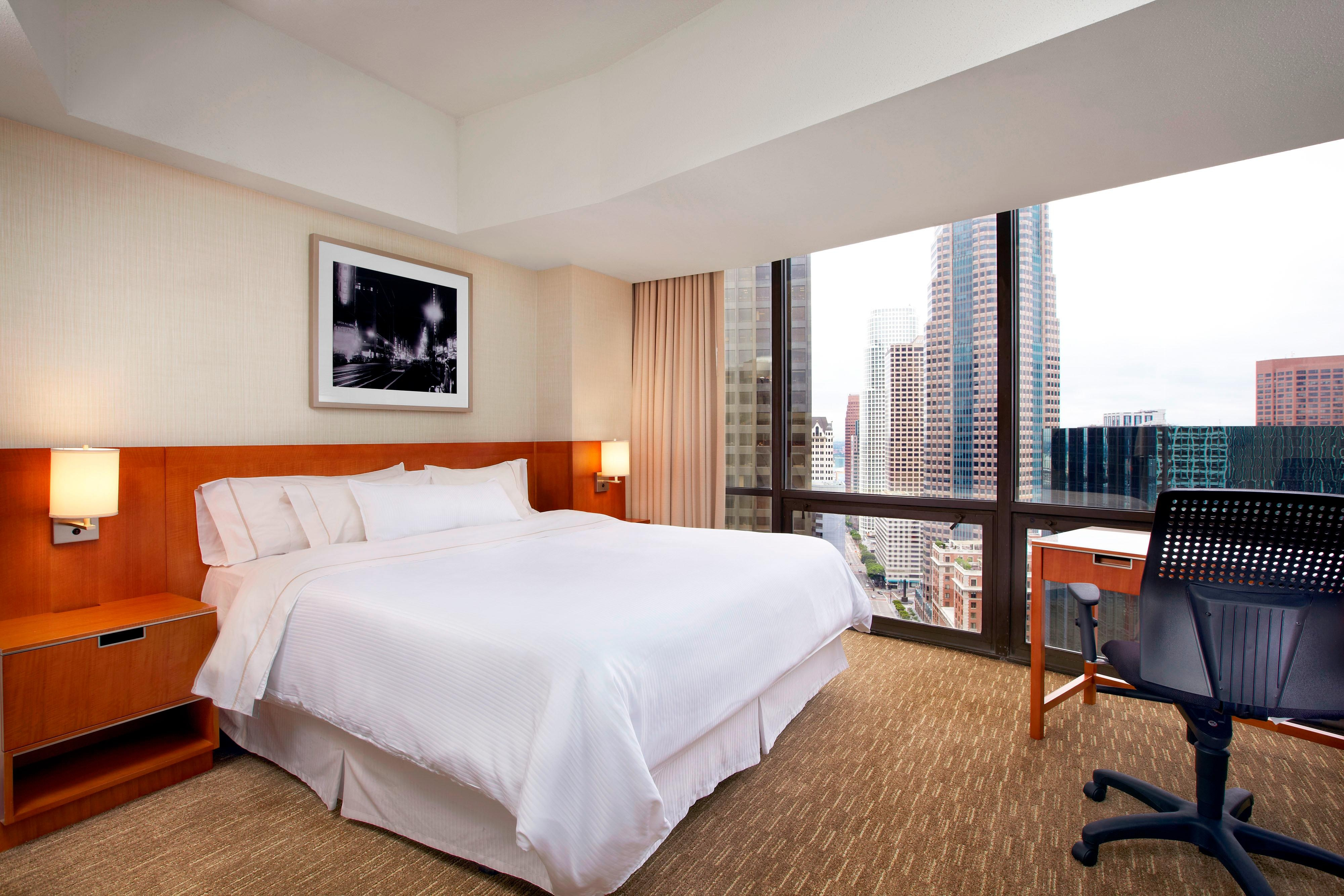 hotel suites in los angeles the westin bonaventure hotel. Black Bedroom Furniture Sets. Home Design Ideas