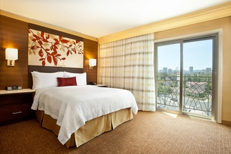 Queen Guest Room – City View