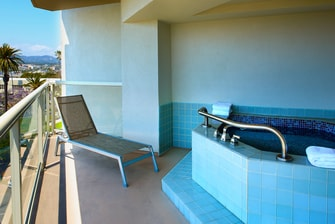 Hot Tub Suite - Balcony
