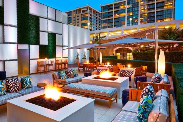 Irvine restaurants, Irvine bar and lounge