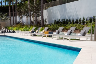 Irvine ca hotels marriott irvine hotel orange county - Menzies hotel irvine swimming pool ...