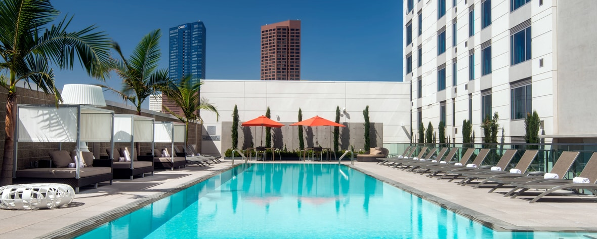 Piscina do Courtyard L.A Live