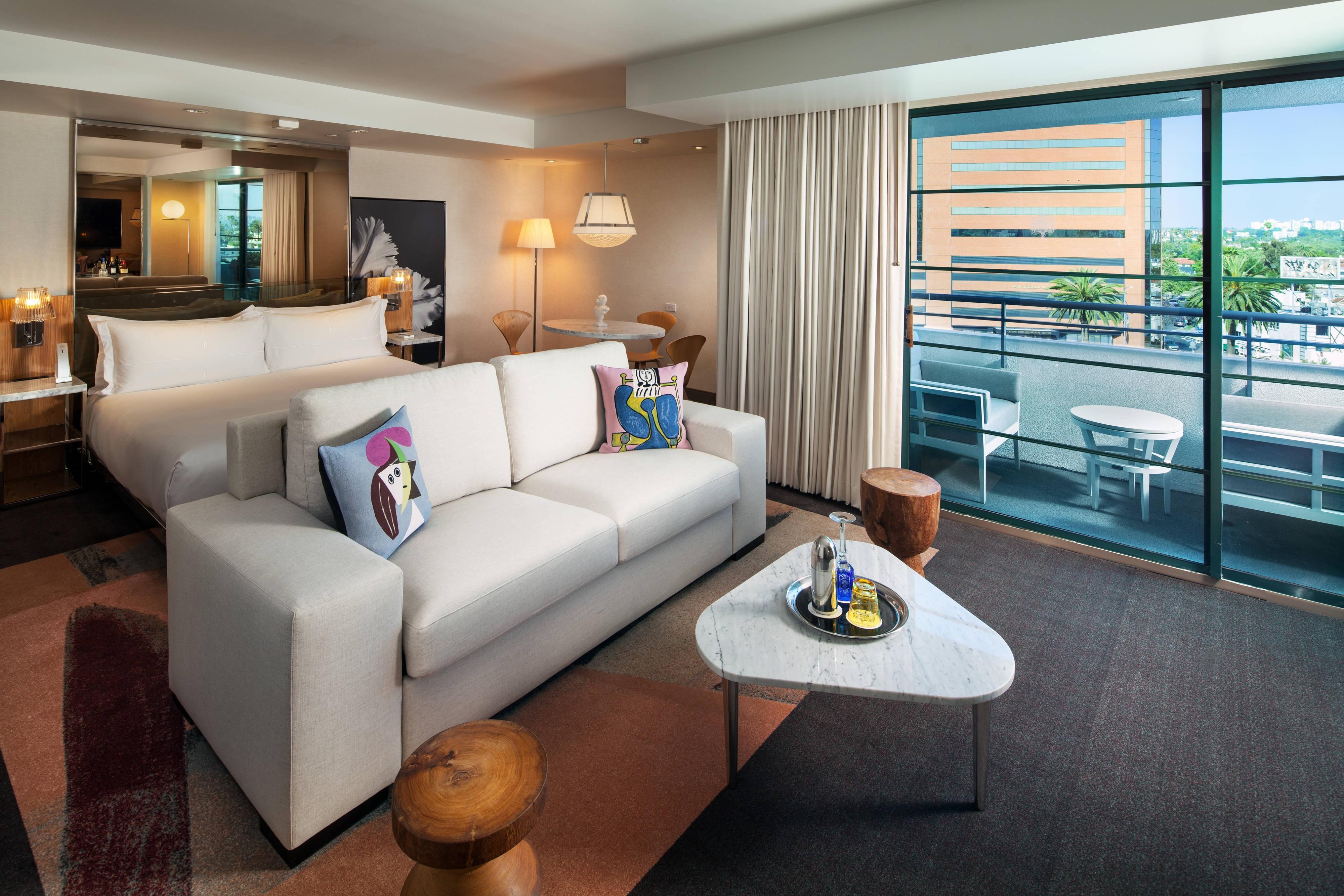 Habitación de la suite con balcón