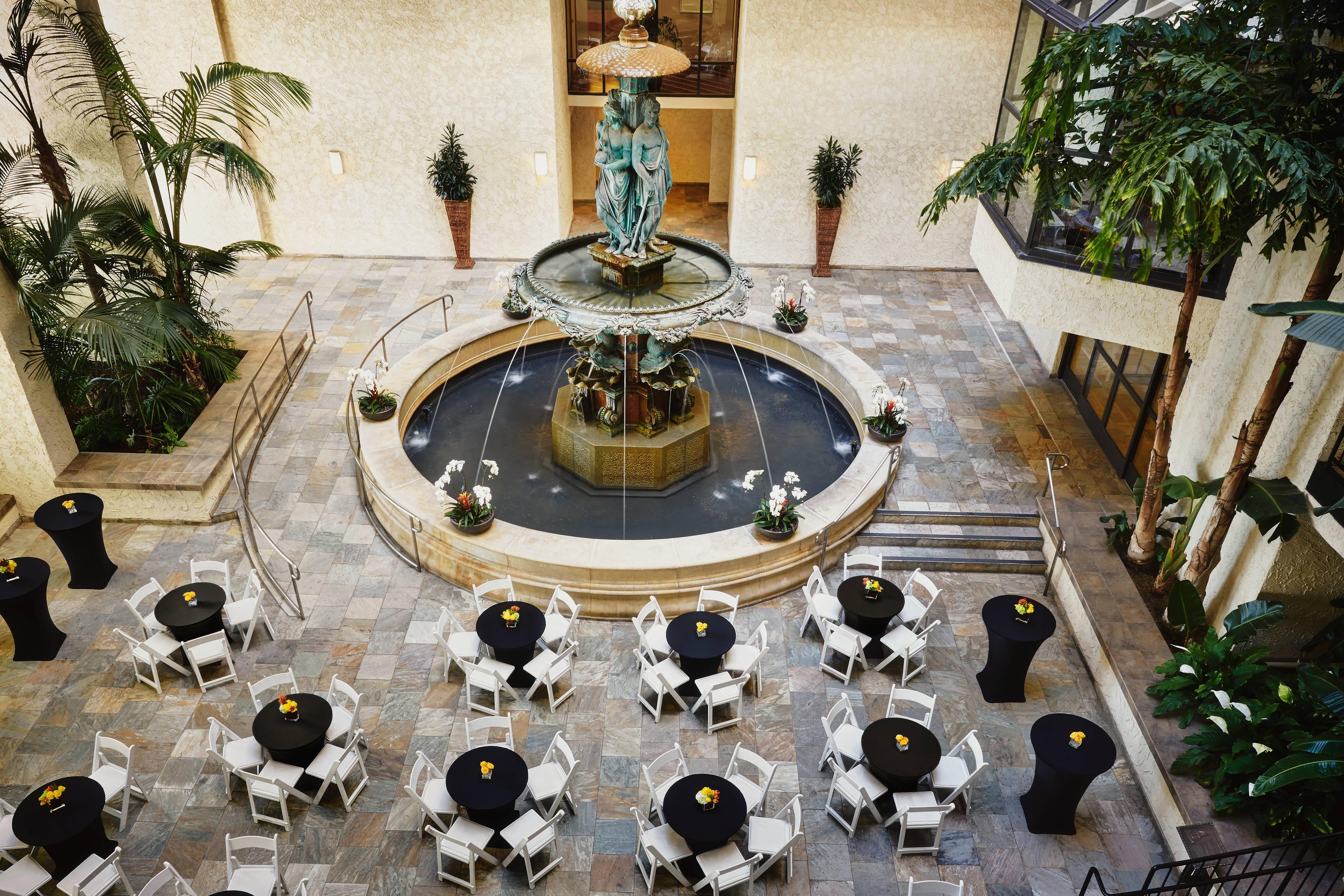 Atrium – Banquet Setup