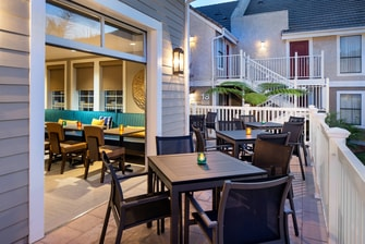 Redondo Beach Hotel Outdoor Seating