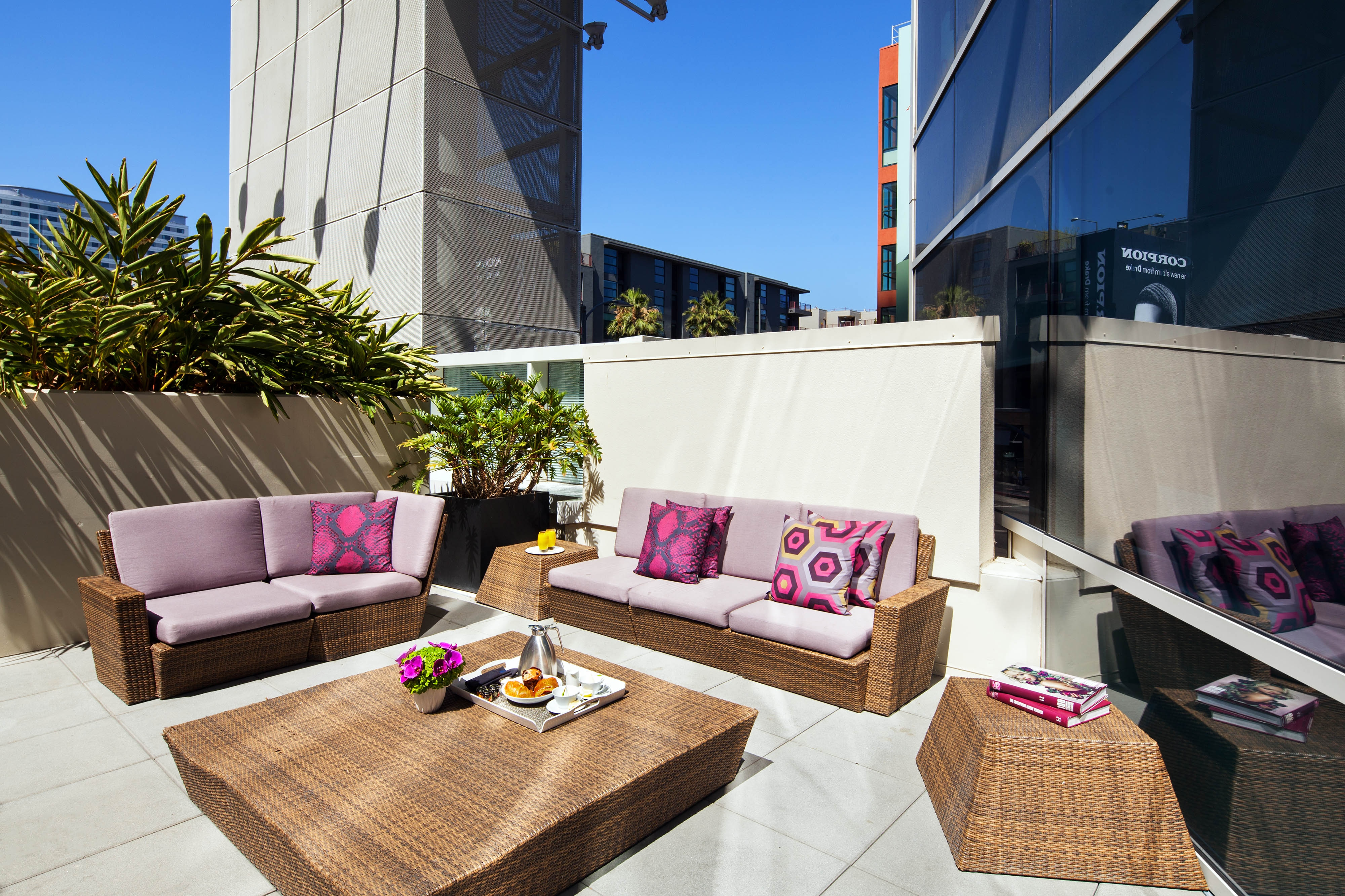 Hollywood Wow Suite Patio