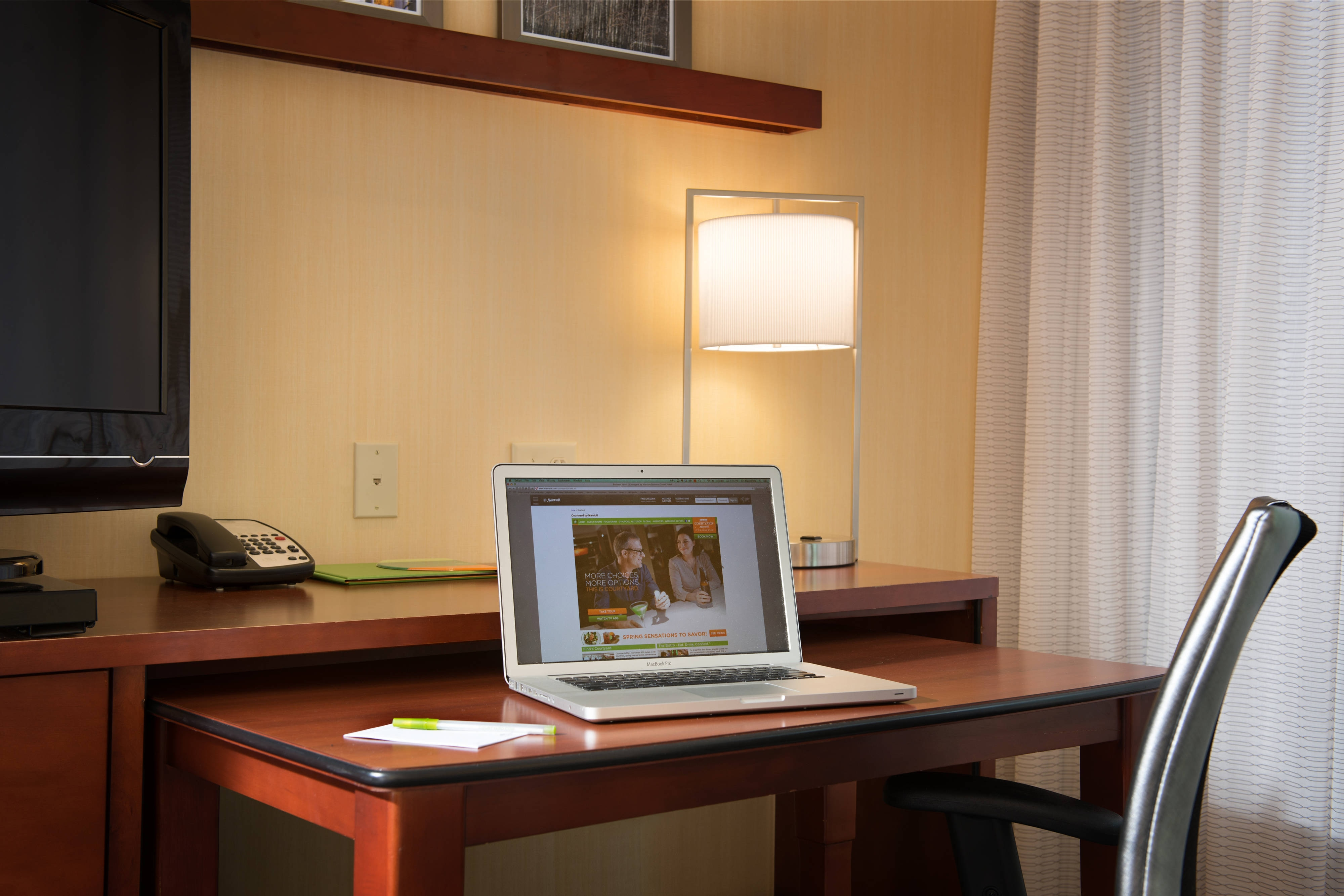 Courtyard Hanover/Lebanon NH, Guest Room Work Area