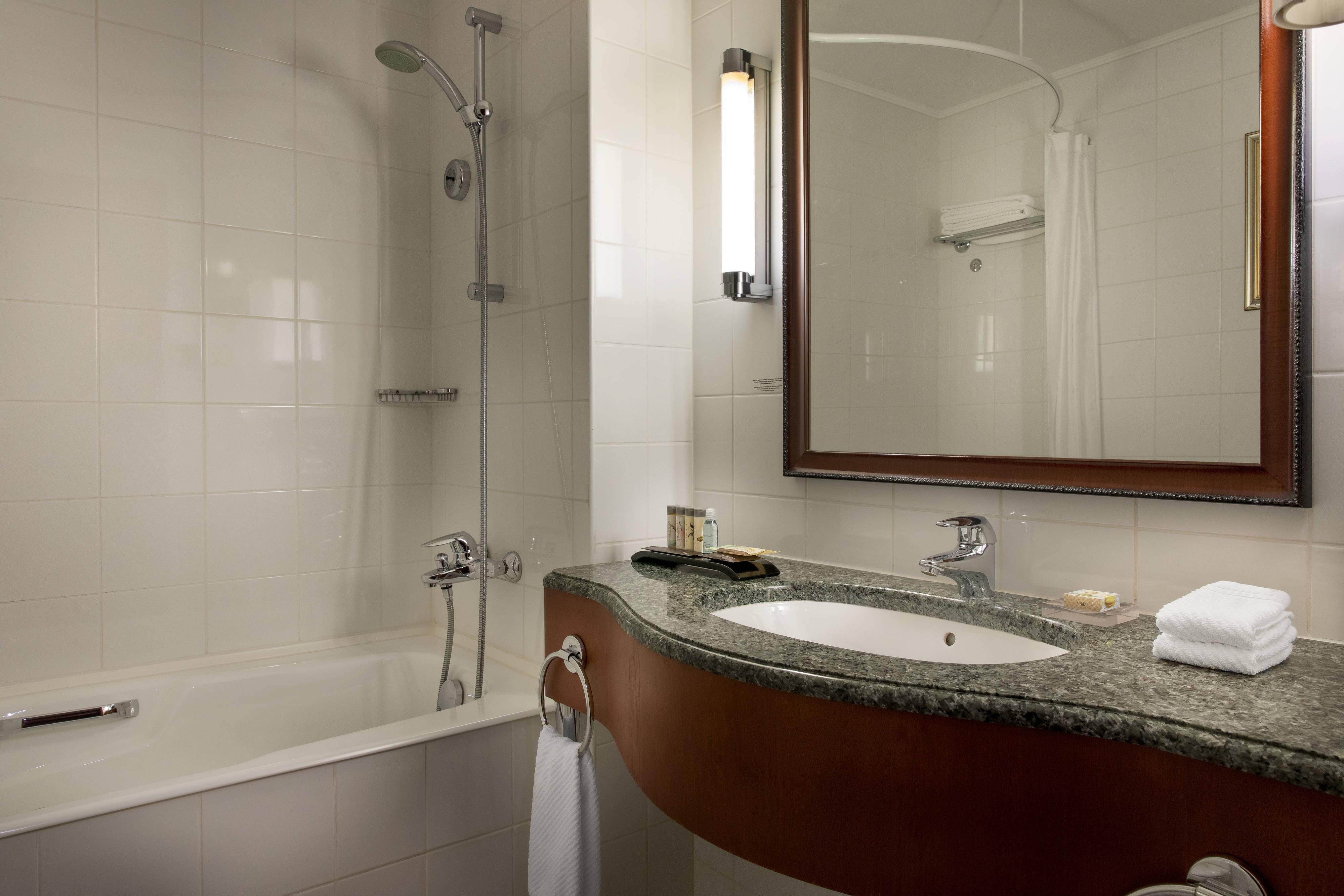 Baño de las habitaciones deluxe