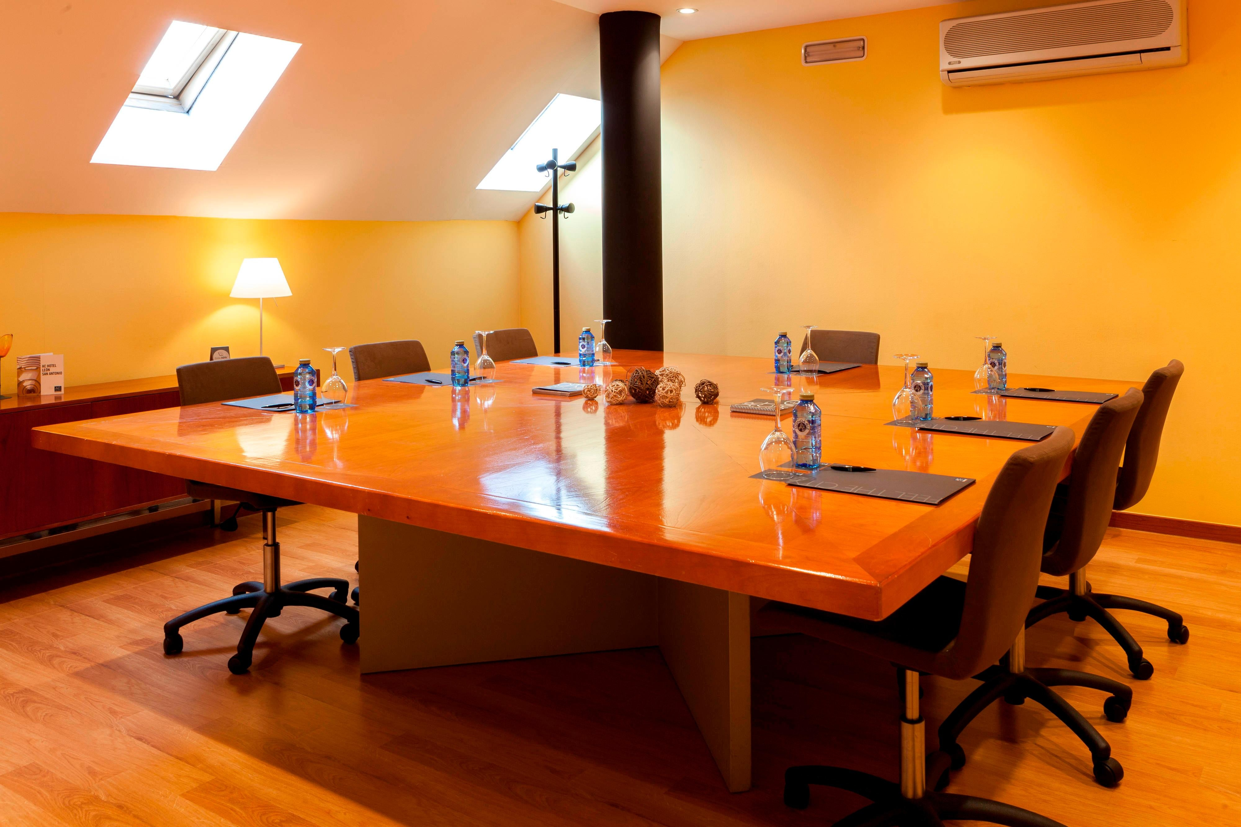 Meeting room in Leon Hotel