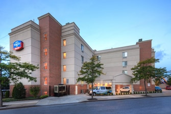 lga airport hotels in ny fairfield inn new york. Black Bedroom Furniture Sets. Home Design Ideas