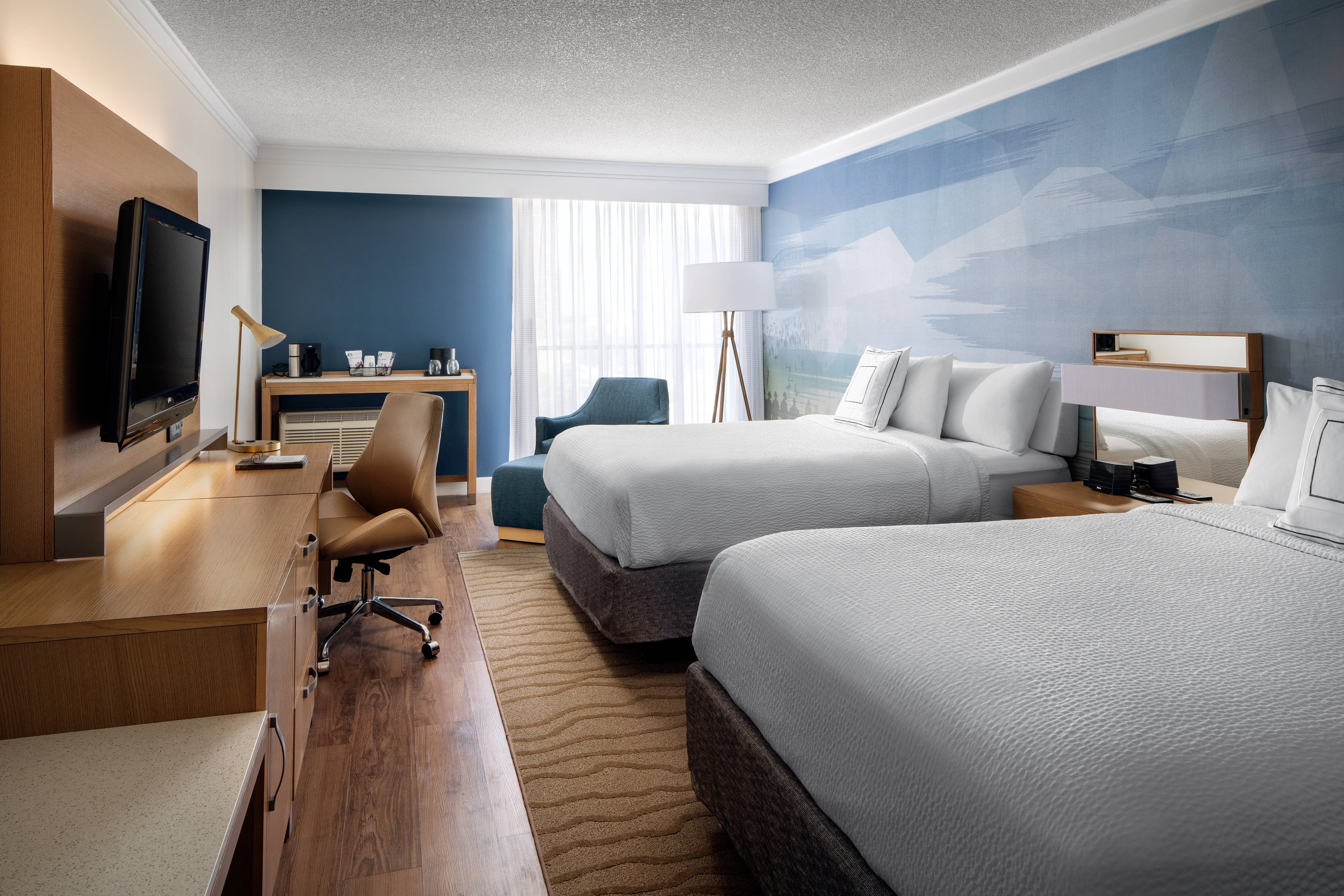 Long Beach Hotel Queen Guestrooms