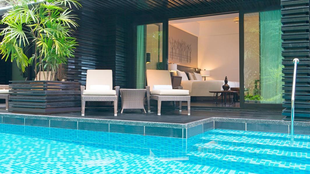 Luxuszimmer mit Zugang zum Pool – Außenbereich