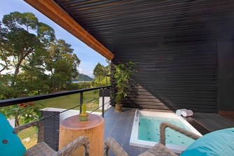 Jacuzzi Studio Suite - Outdoor Patio