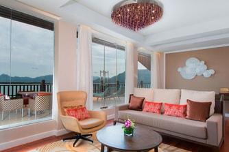 One-Bedroom Ocean Suite - Living Area