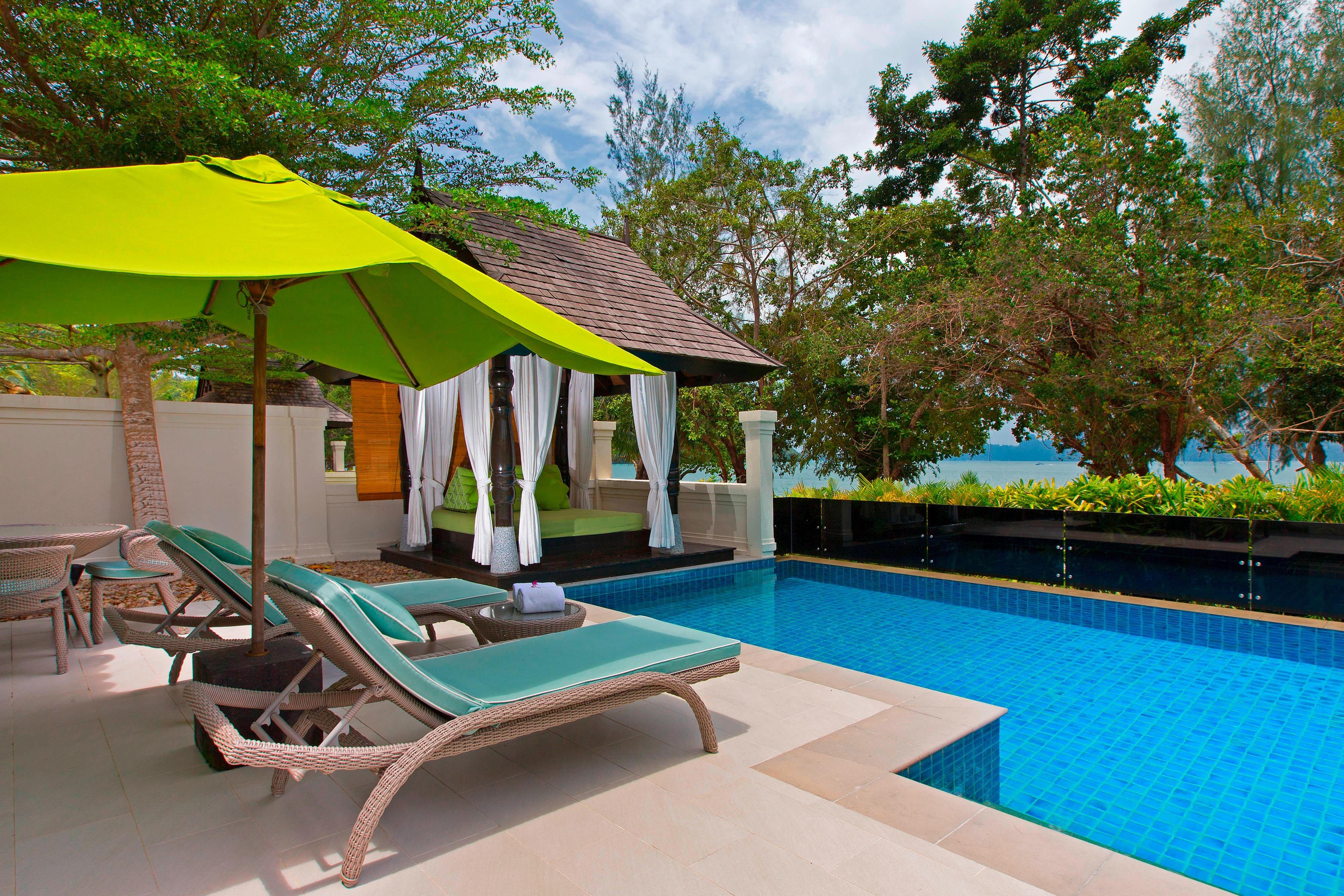 One-Bedroom Ocean Front Villa - Poolside