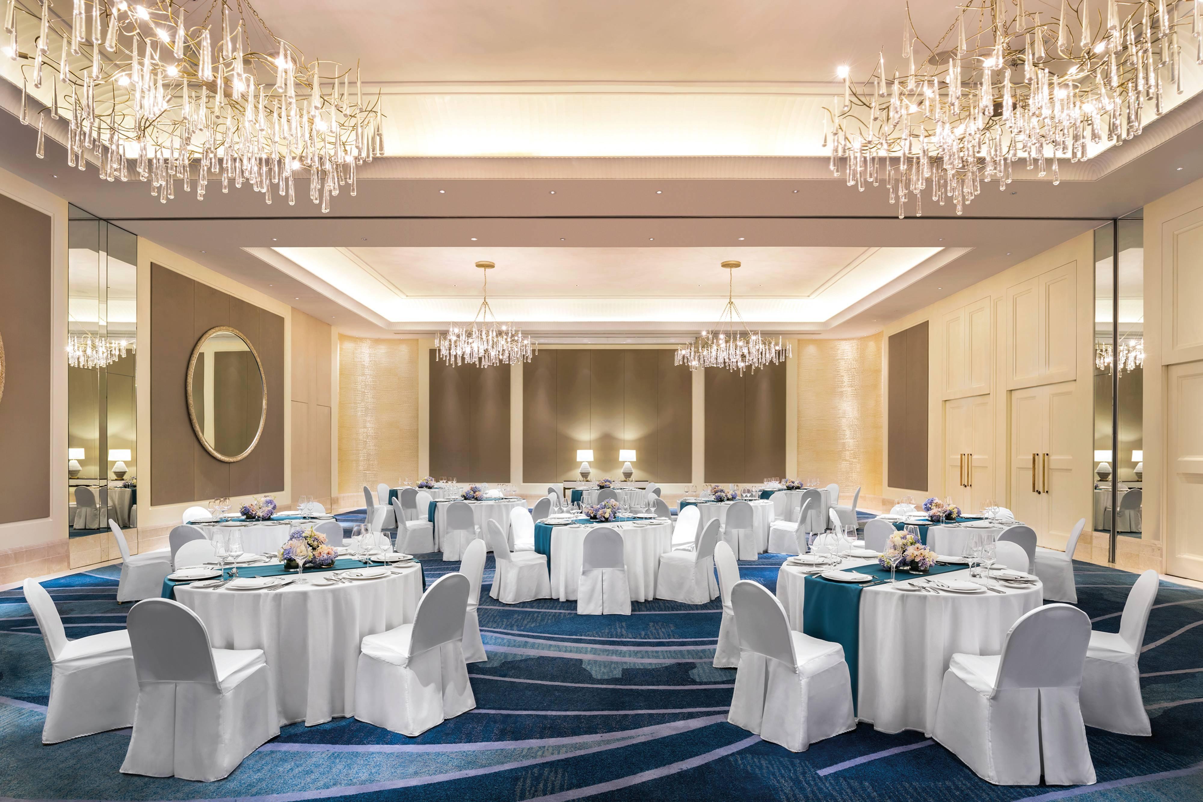 Grand Astor Ballroom – ディナー