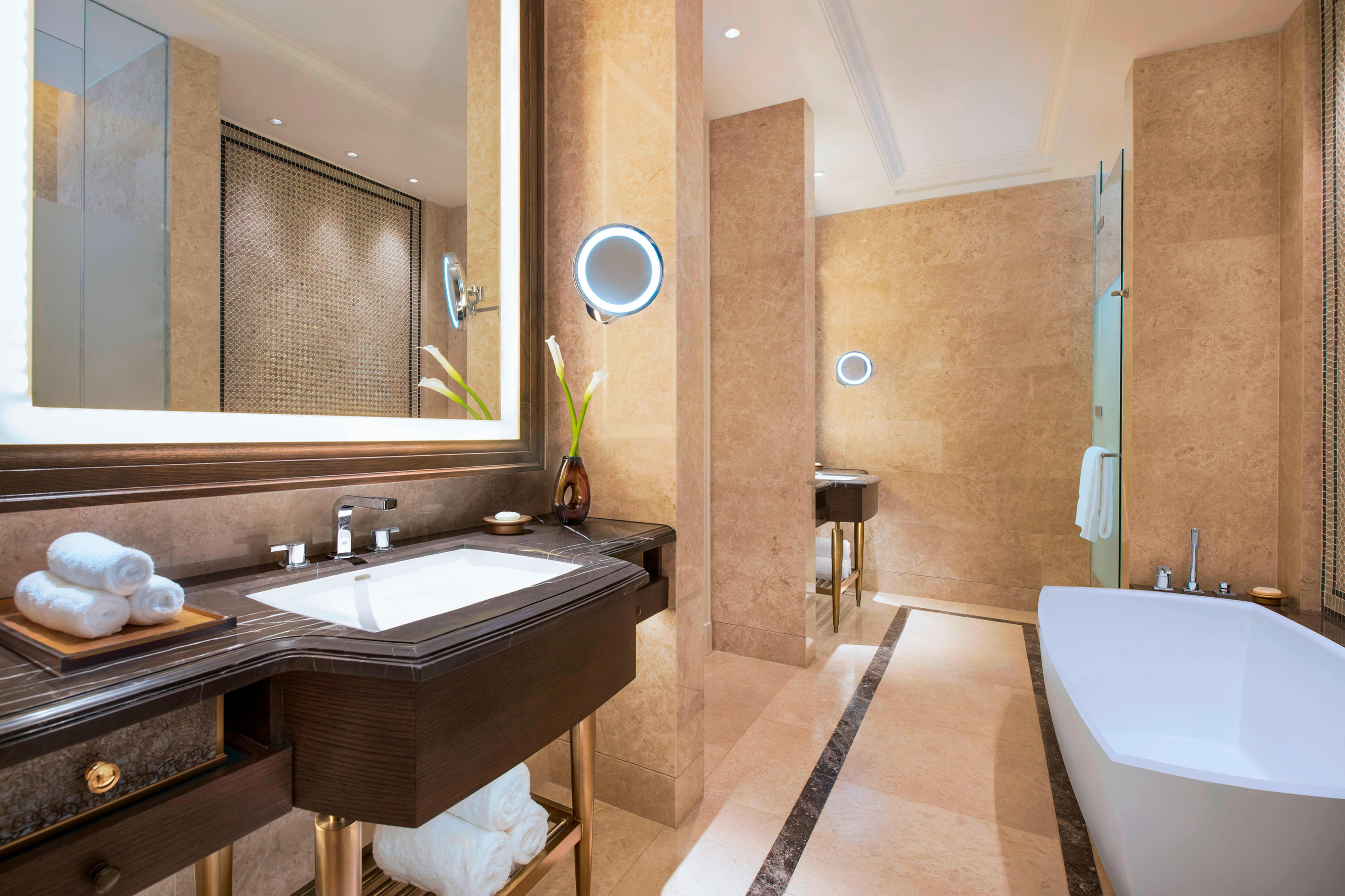 St Regis Pool Suite - Bathroom