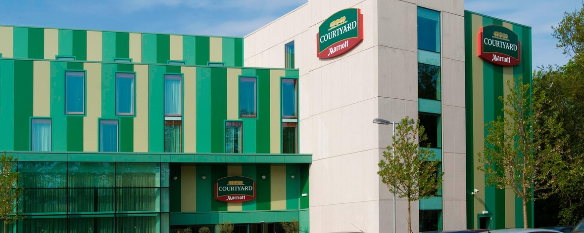 Gatwick Airport North Terminal Postcode >> Gatwick Airport Hotel Courtyard London Gatwick Airport