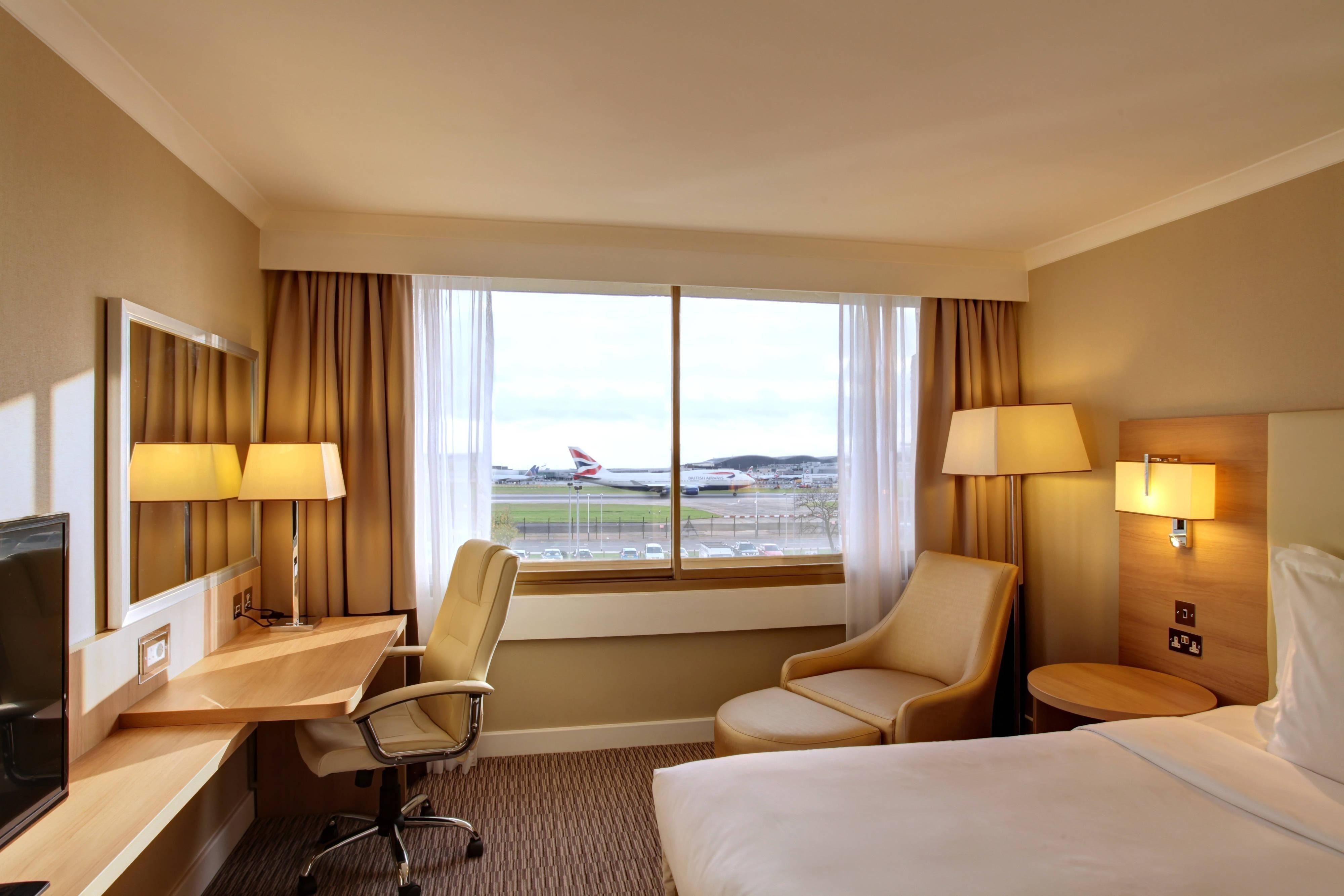 Superior Runway View Guest Room - View