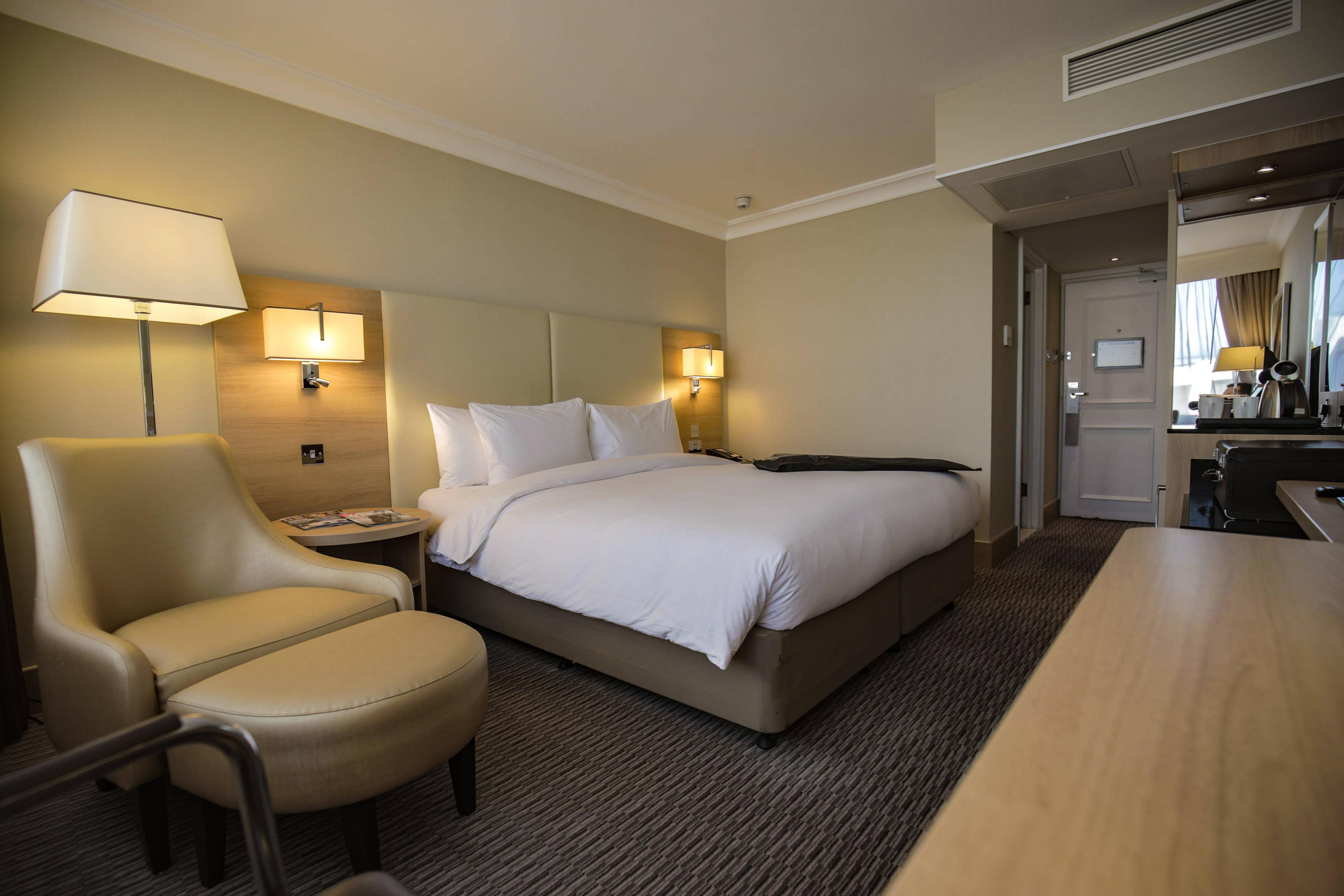 Queen Standard Guest Room