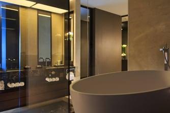 Lima presidential suite bathroom