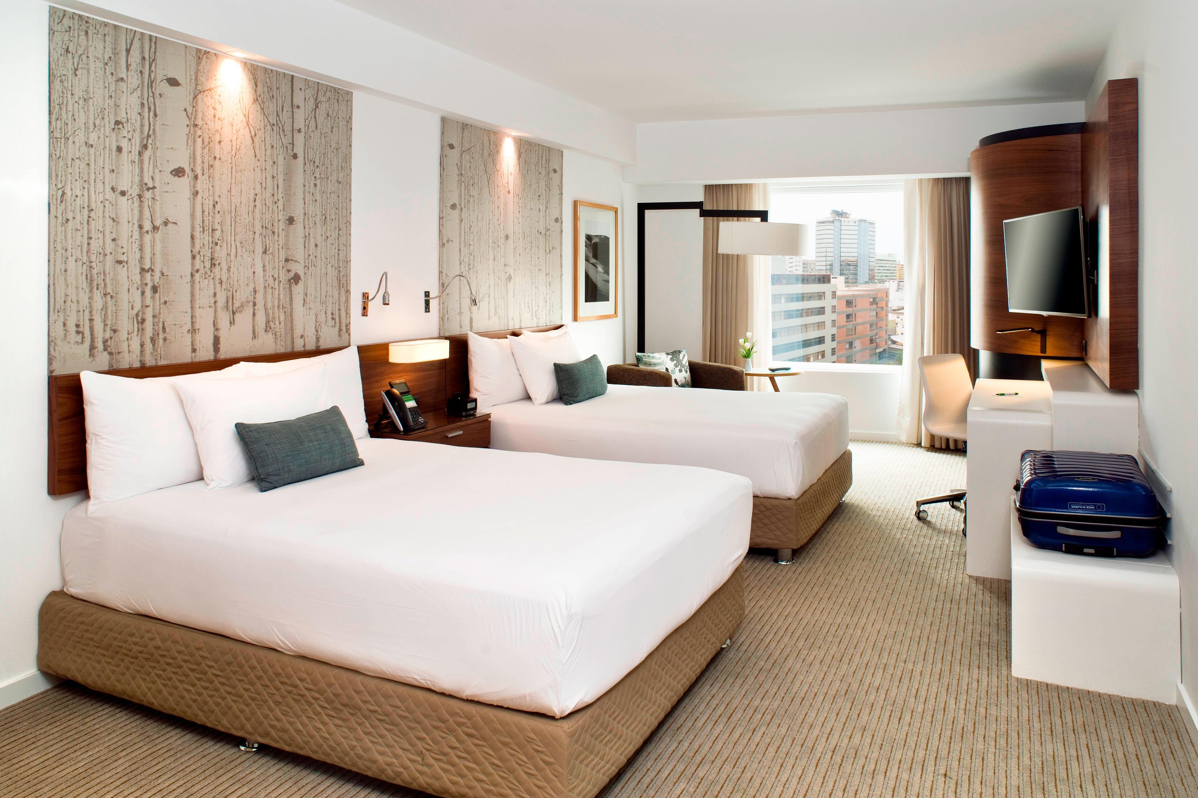 Chambre haut de gamme avec deux lits doubles-vue sur la ville