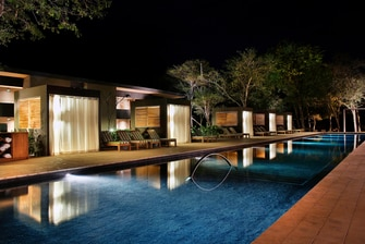 El Mangroove, night pool view