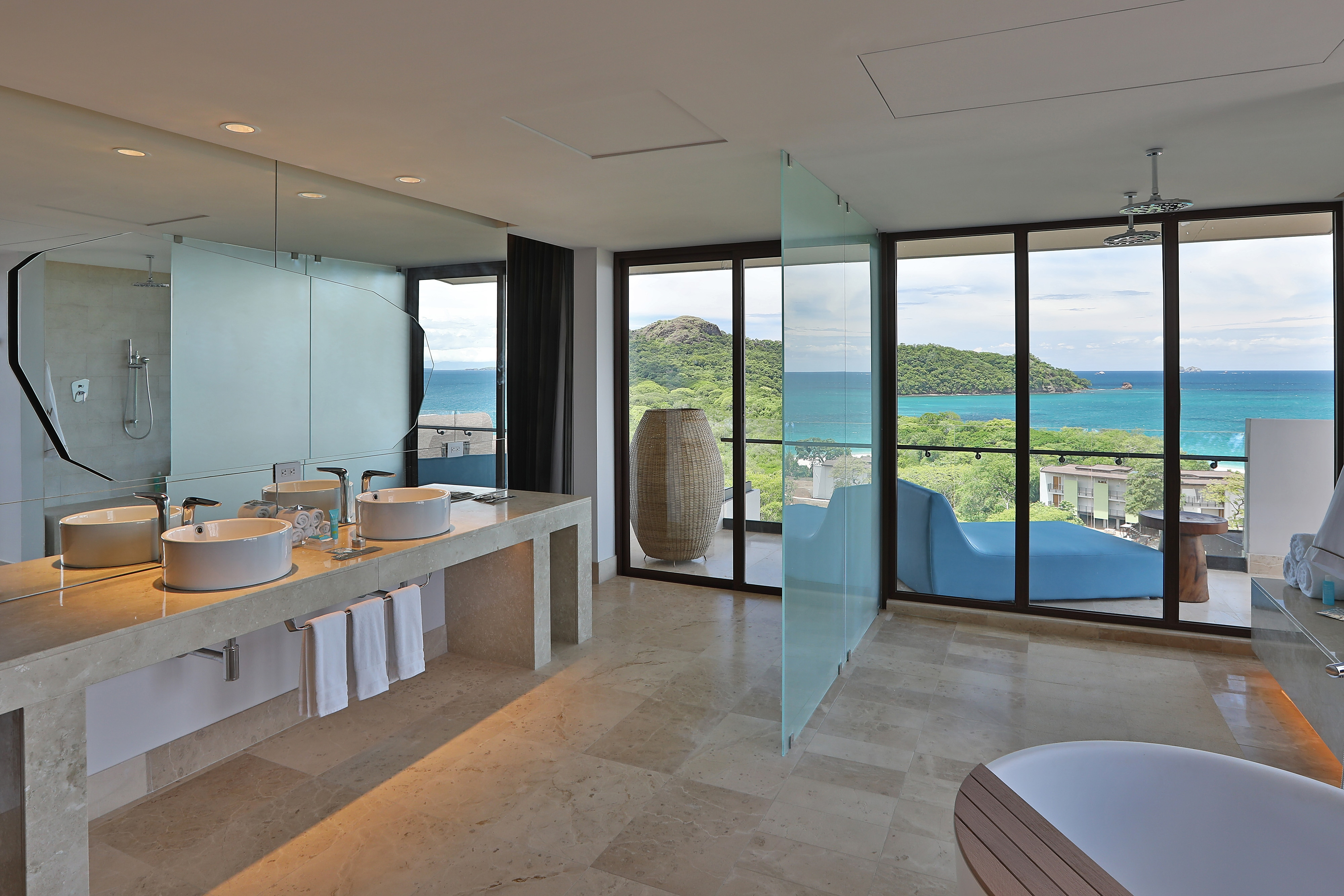 E-WOW Suite Bathroom