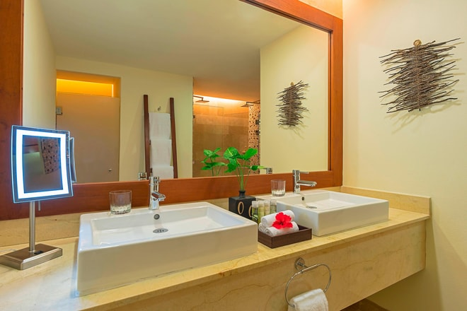 Royal Beach Club Suite - Bathroom
