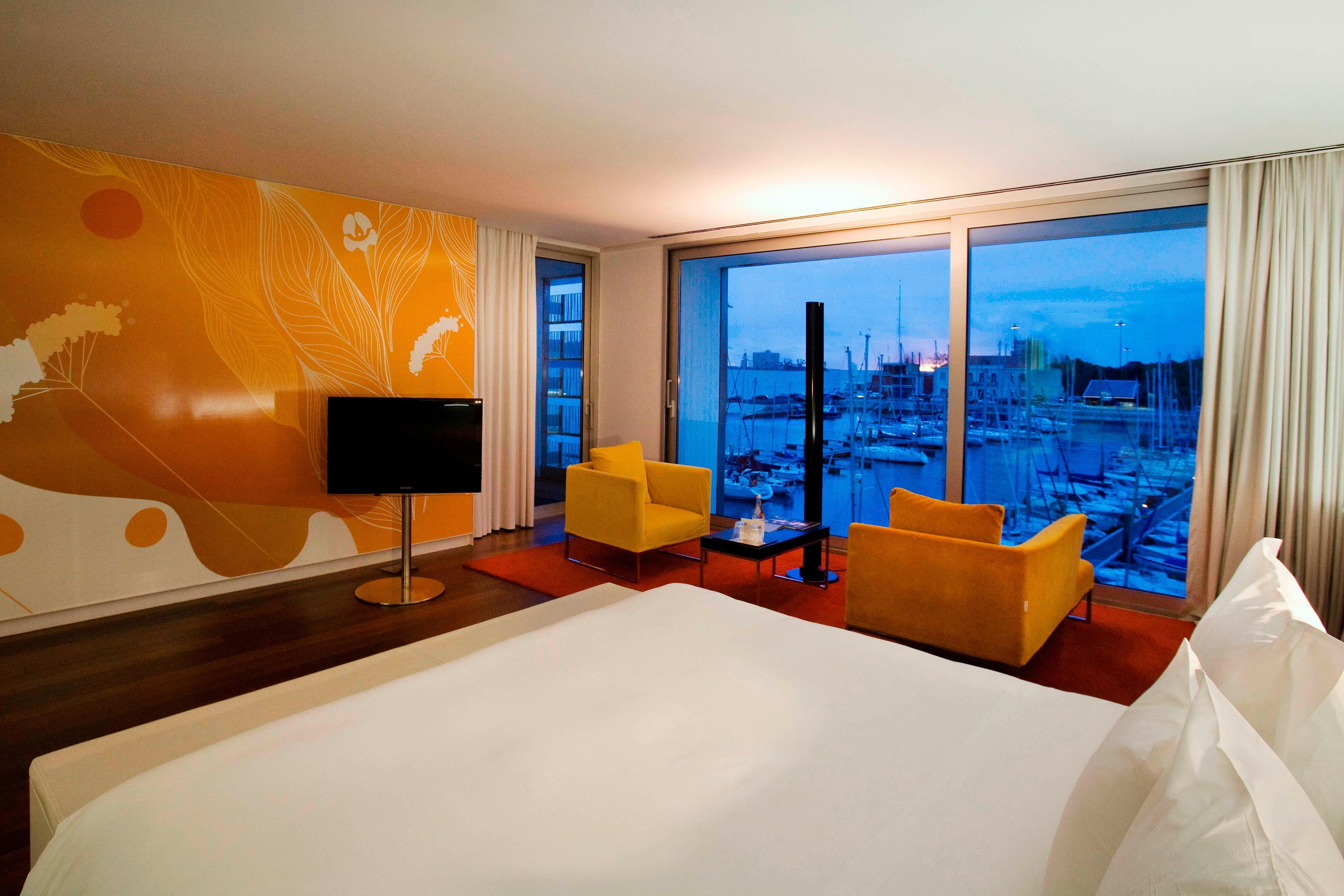 Deluxe Room Port View