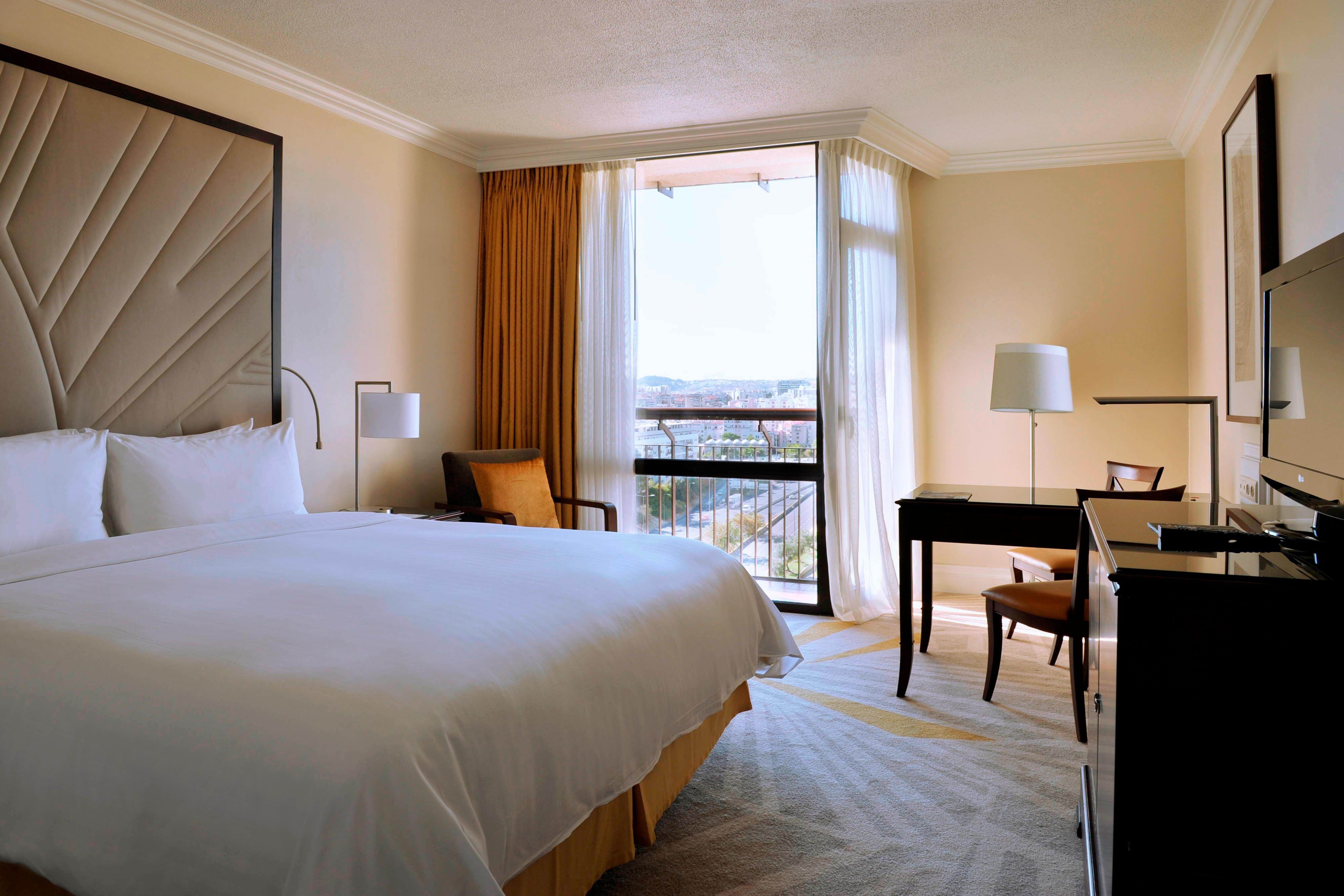 King Superior Guest Room – Bedroom