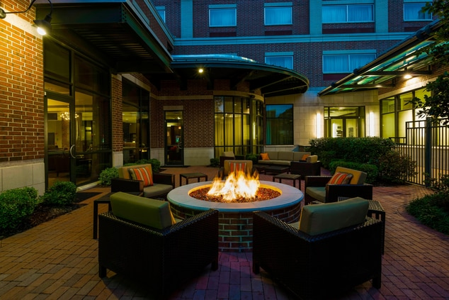 little rock hotel patio