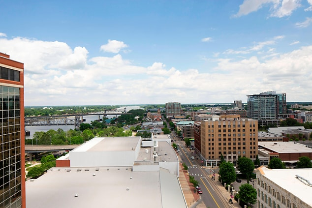 Some River View rooms offer a view of the downtown River Market District, Little Rock's premier entertainment neighborhood, with museums, a park, and a number of restaurants, bars and shops.