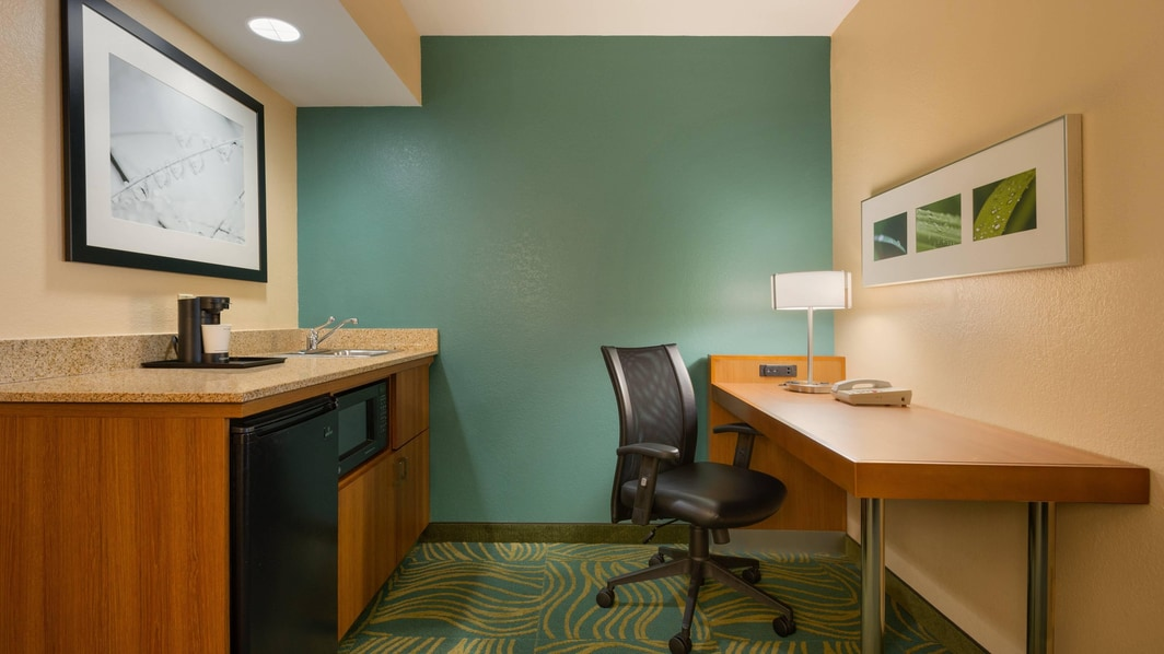 Suite Wet Bar and Desk