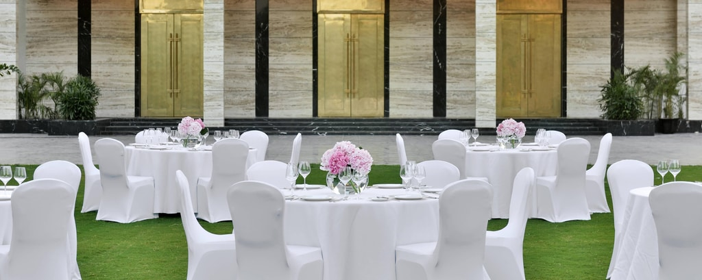 Wedding venues and banquet hall in lucknow india renaissance ren garden lawn in lucknow junglespirit Images