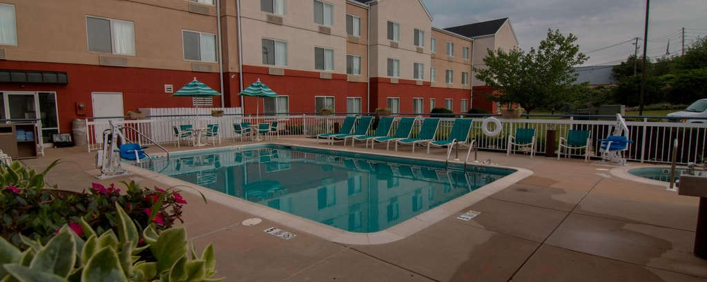 Fairfield Inn & Suites Outdoor Pool & Hot Tub