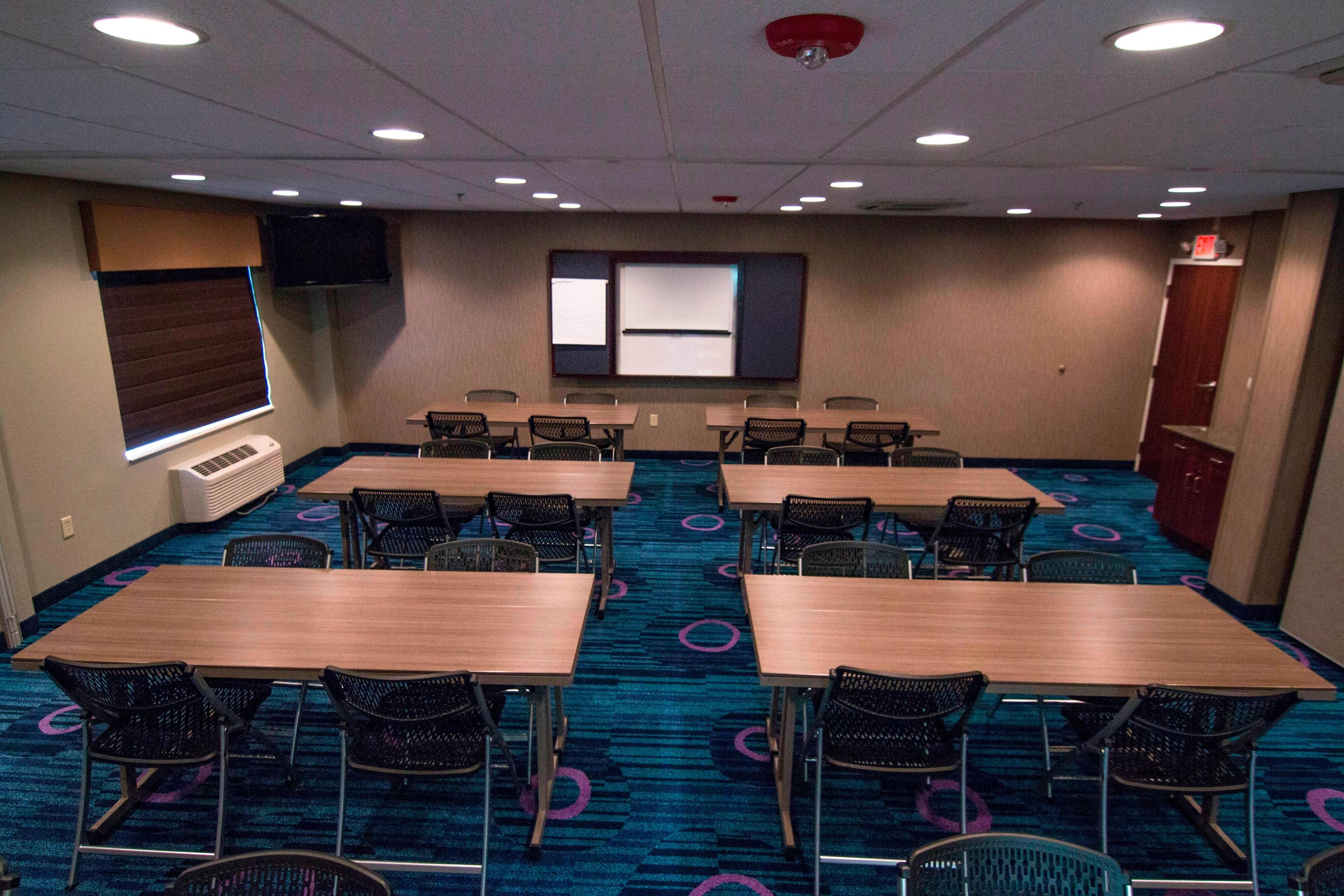 Fairfield Inn & Suites Lancaster Meeting Room