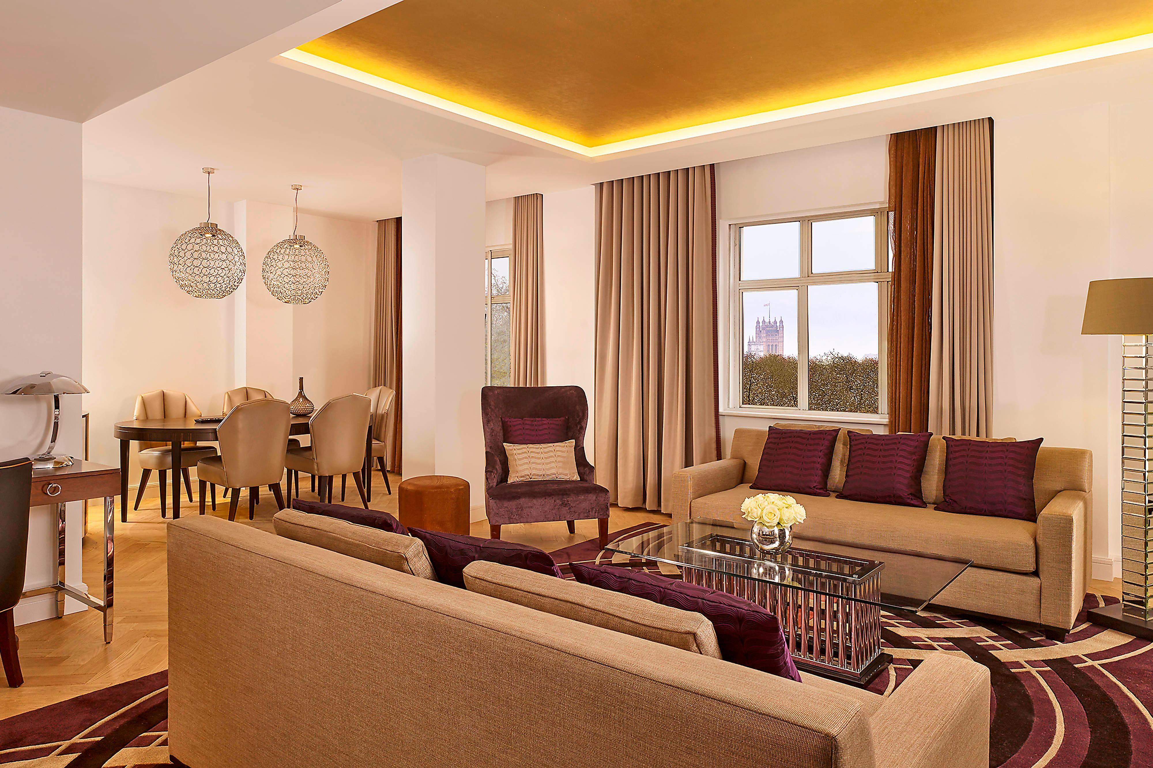 Park View Suite - Dining and Living Area