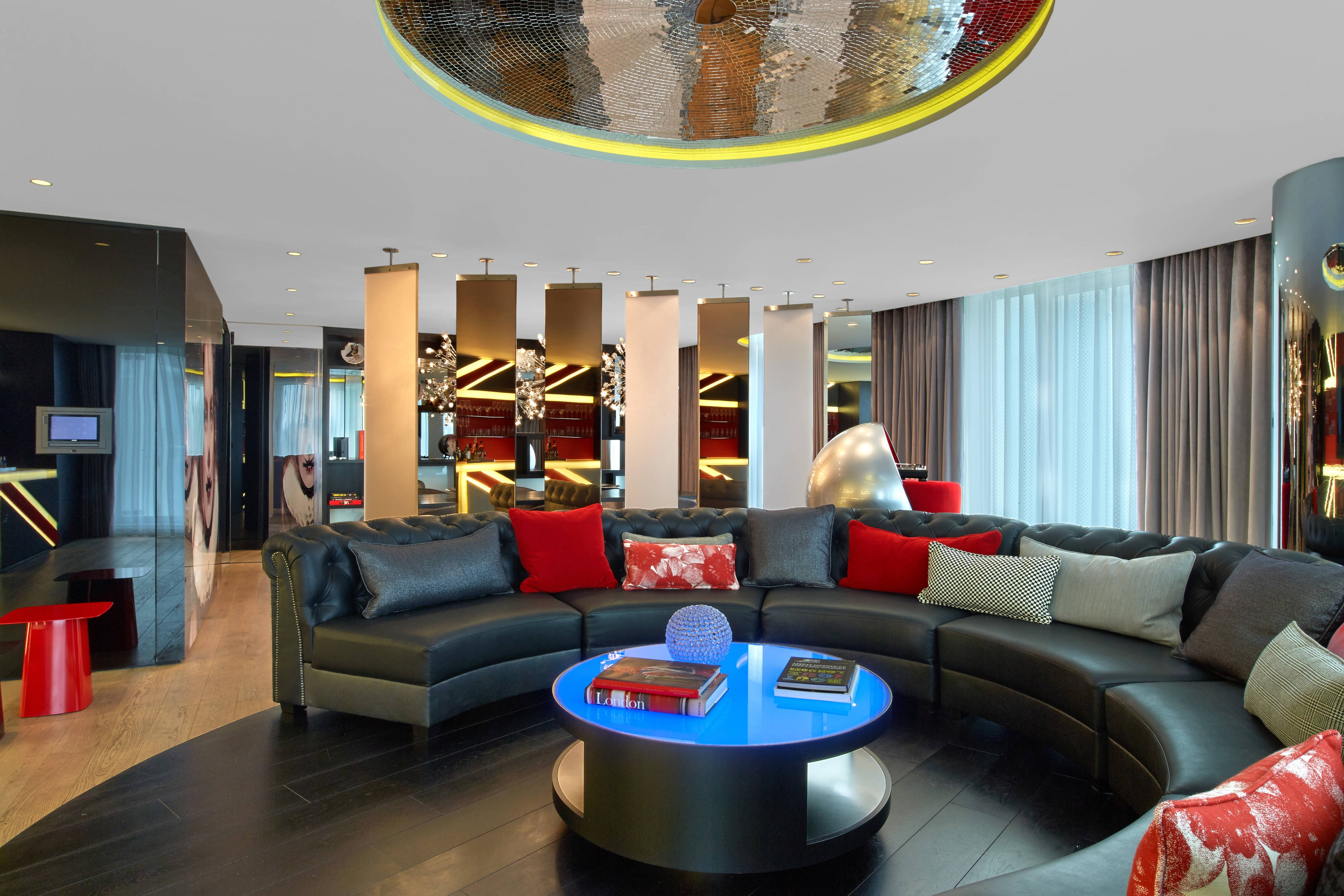 Extreme-Wow Suite - Living Area