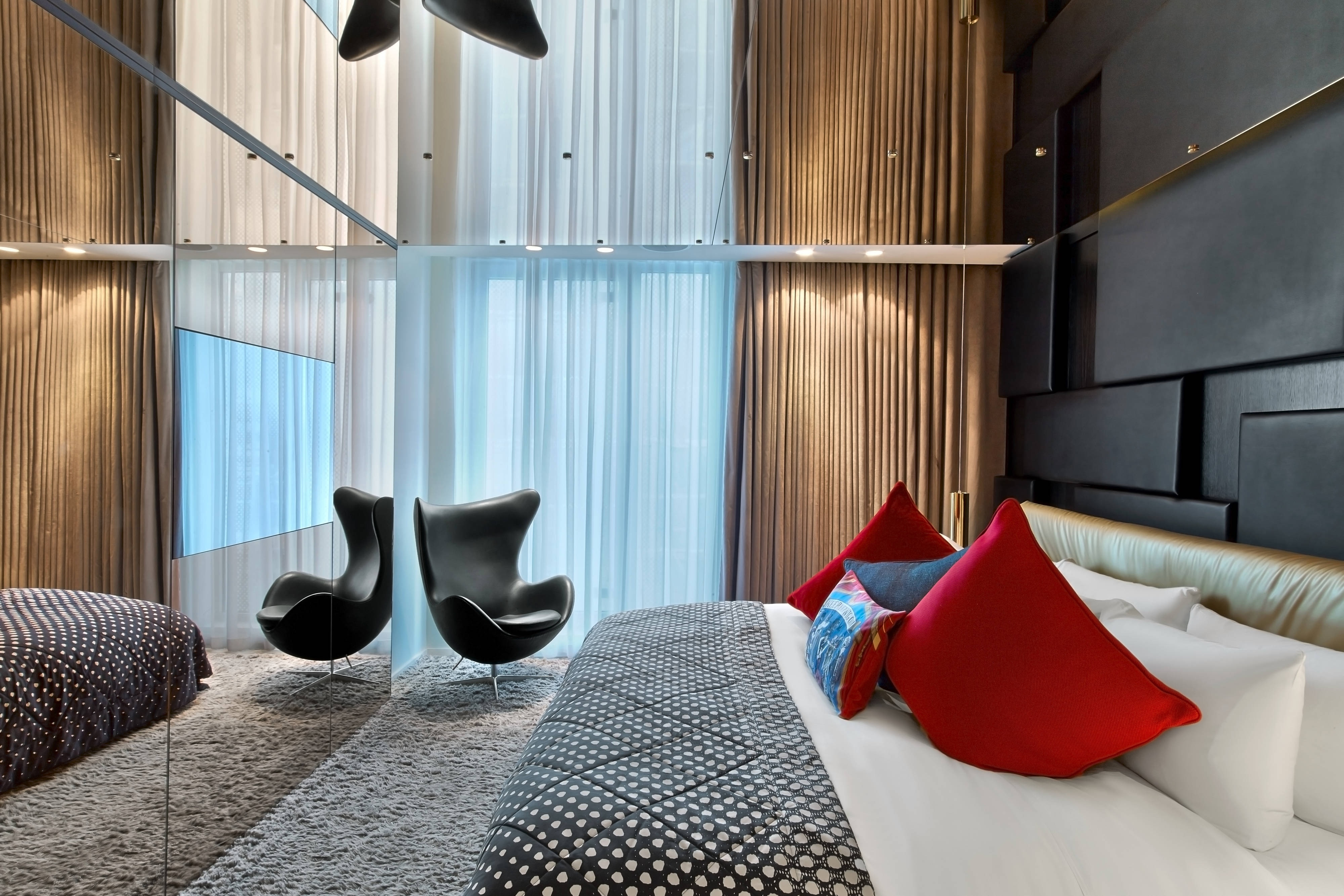 Extreme-Wow Suite - Bedroom
