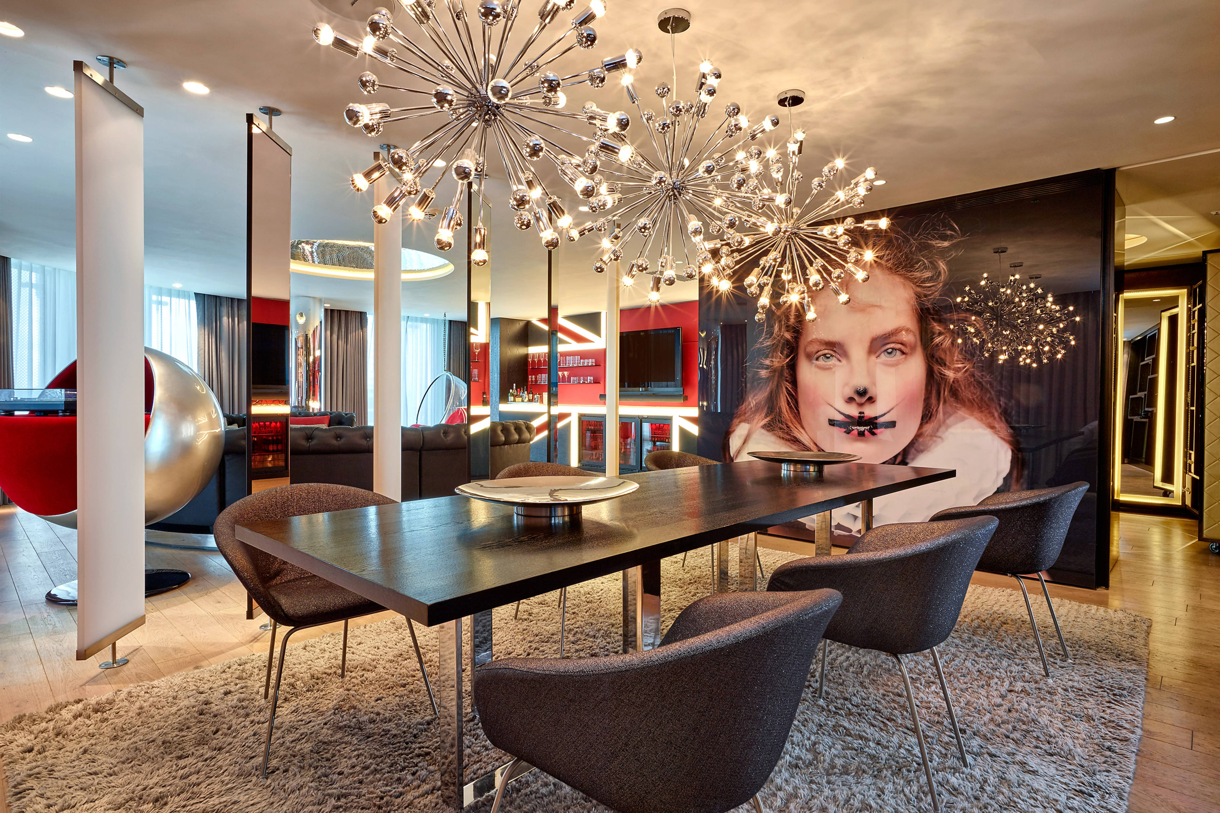Extreme-Wow Suite - Dining Area