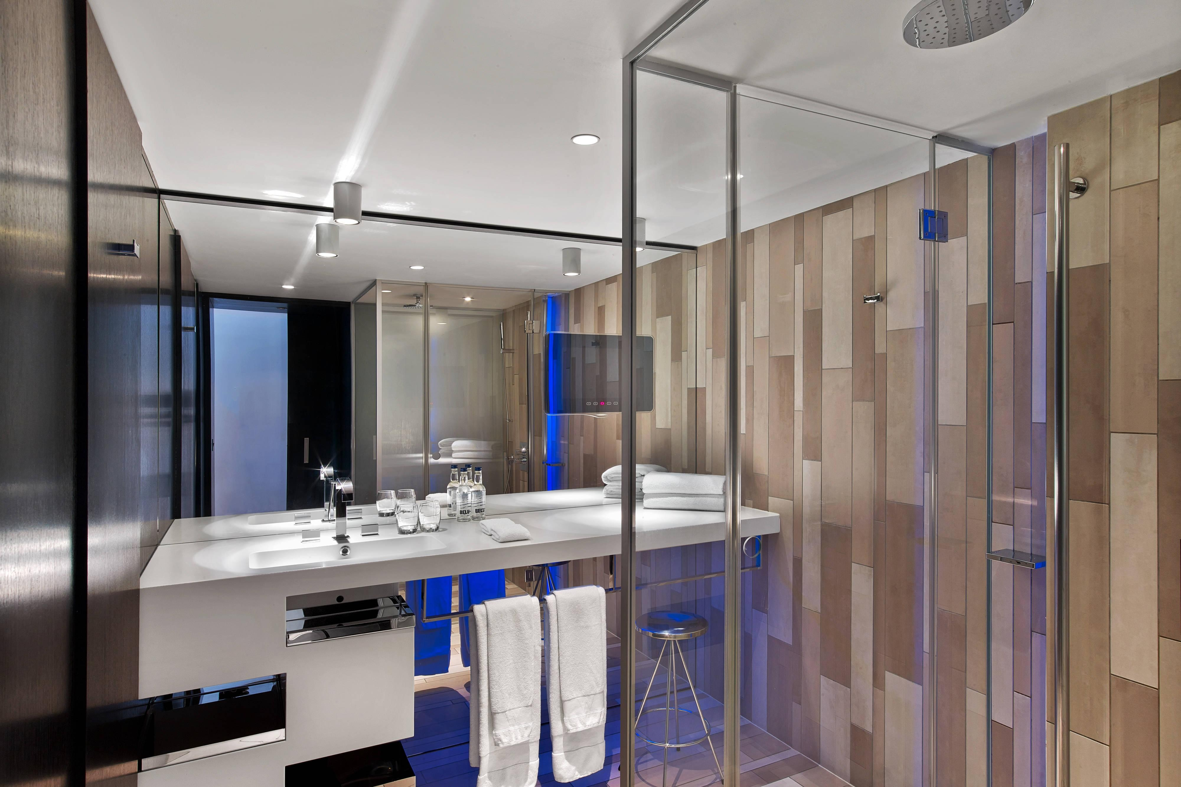 Studio Suite - Bathroom