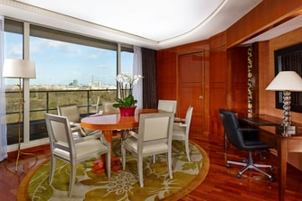 The Hyde Park Penthouse Suite - Dining Room