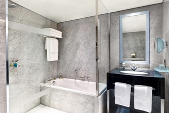 The Hyde Park Penthouse Suite - Main Bathroom